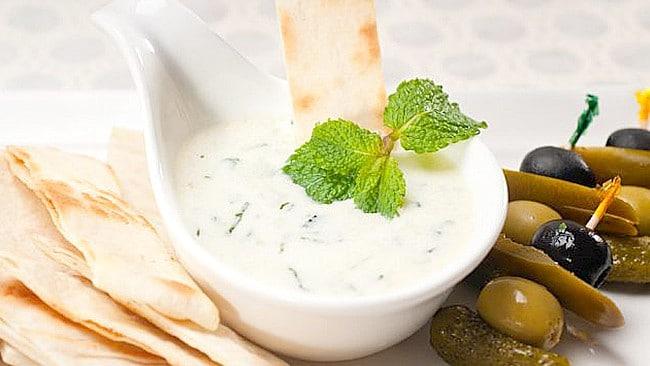 salsa-de-yogur-y-hierba