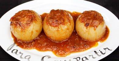 cebollas-rellenas-con-salsa
