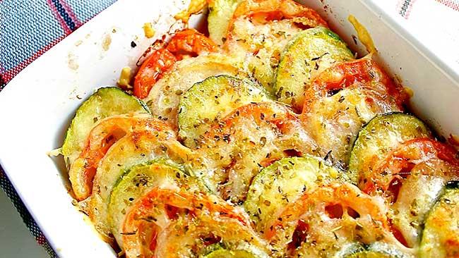 pastel-de-tomate-calabacin-y-pimenton