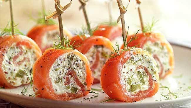 rollitos-de-salmon-con-queso-mostaza-y-encurtidos