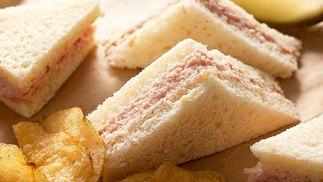 canape-de-diablitos-con-salsa-rosada