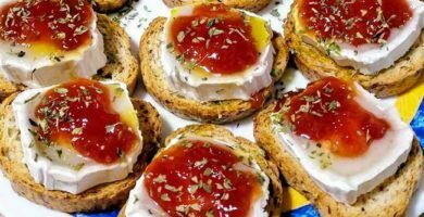 canapes-de-queso-de-cabra-y-mermelada-de-ajidulce