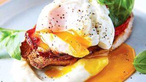 tostadas-con-huevo-y-pure-de-coliflor