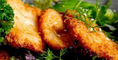pollo-empanizado-con-casabe-y-pecorino