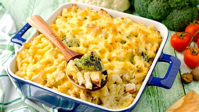 pasta-rellena-con-brocoli-y-tocineta