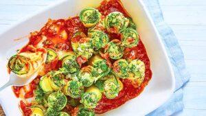 rollos-de-calabacin-rellenos-con-brocoli-en-salsa-de-tomate